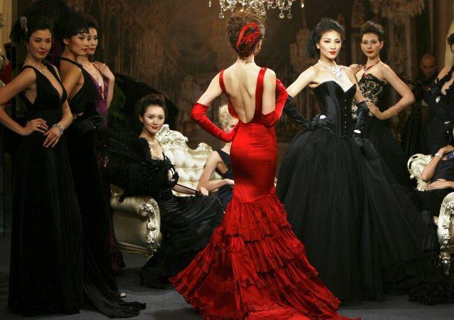 Modelki podczas imprezy Cartier High Jewellery w Szanghaju