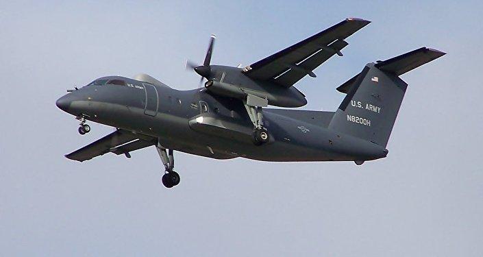 Samolot Dash 8 US Army