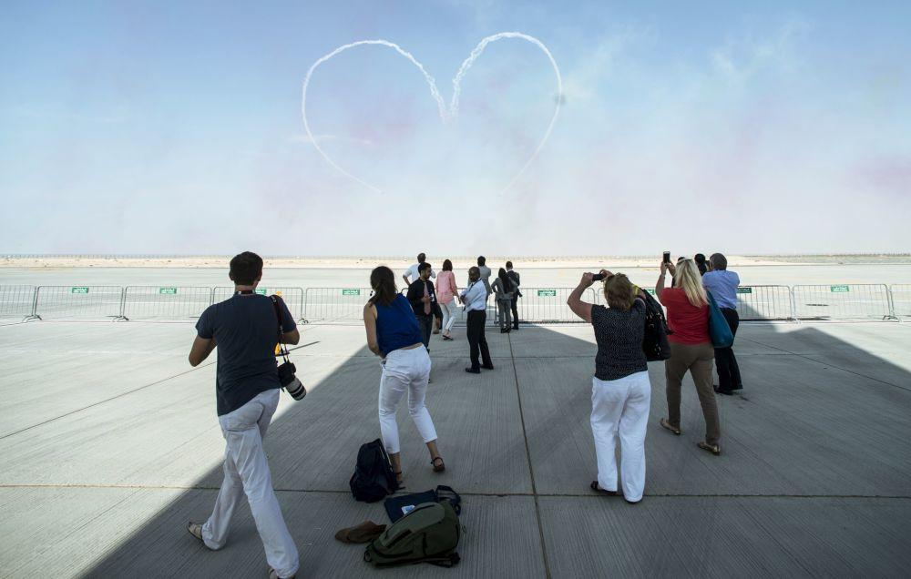 Goście Międzynarodowej Wystawy Lotniczo-Kosmicznej w Dubaju Dubai Airshow 2015