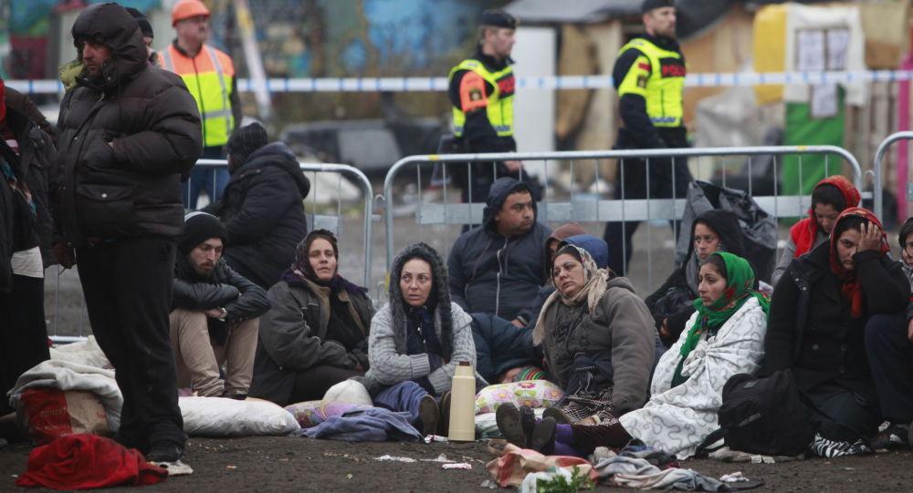 Ludzie w obozie dla uchodźców w Szwecji