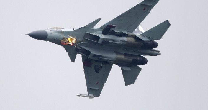 Samolot myśliwski Su-35 podczas wystepów na MAKS-2009
