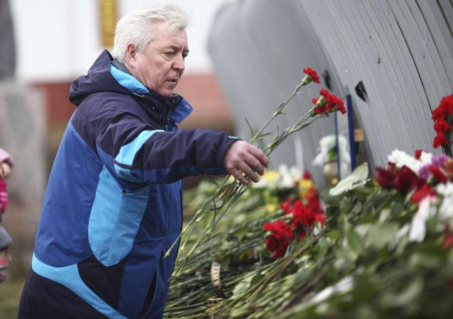Rosjanie składają kwiaty ku pamięci ofiar zamachu w Mali