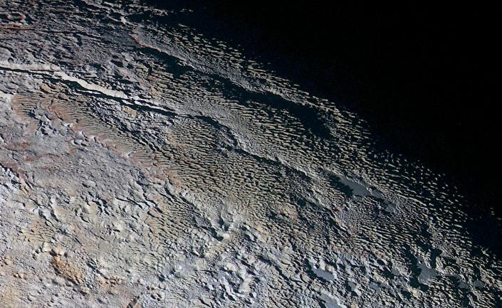 Wężowa skóra Plutona