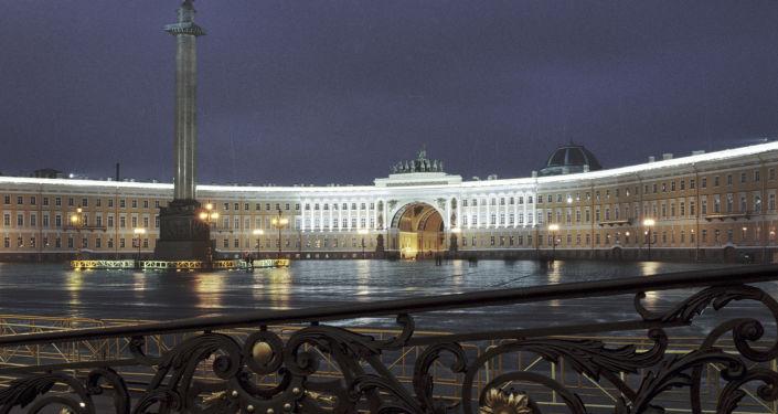Widok na Plac Pałacowy w Petersburgu
