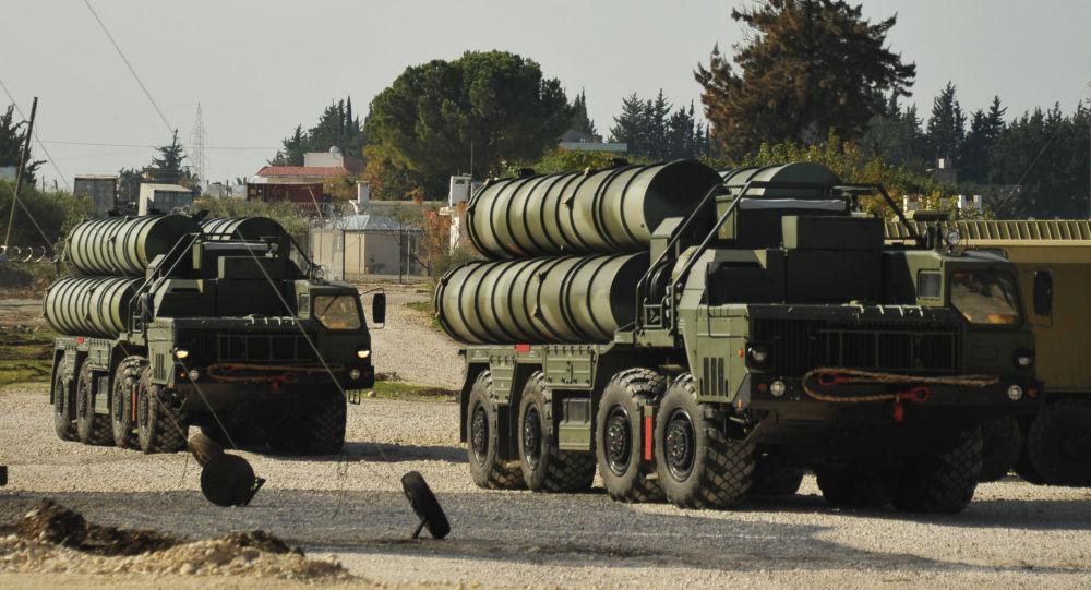 Rosyjski system rakietowy czwartej generacji typu ziemia-powietrze S-400 Triumf w Syrii