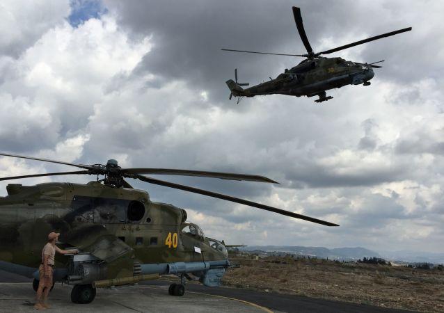 Helikopter MI-24 w bazie Hmiejmim w Syrii