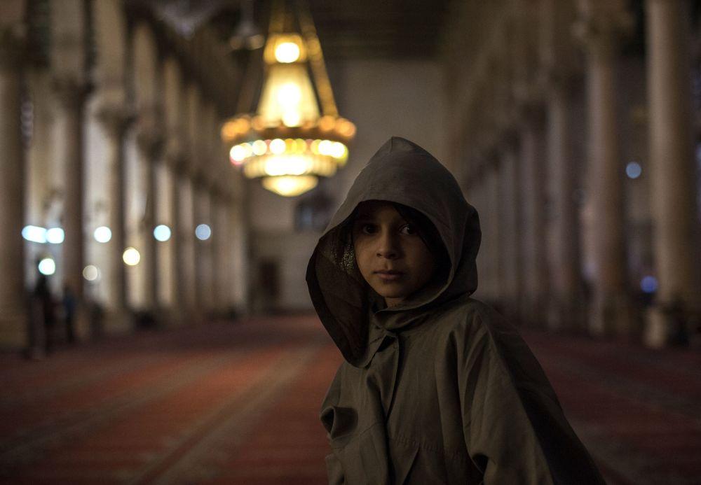 Dziewczyna w meczecie w Damaszku