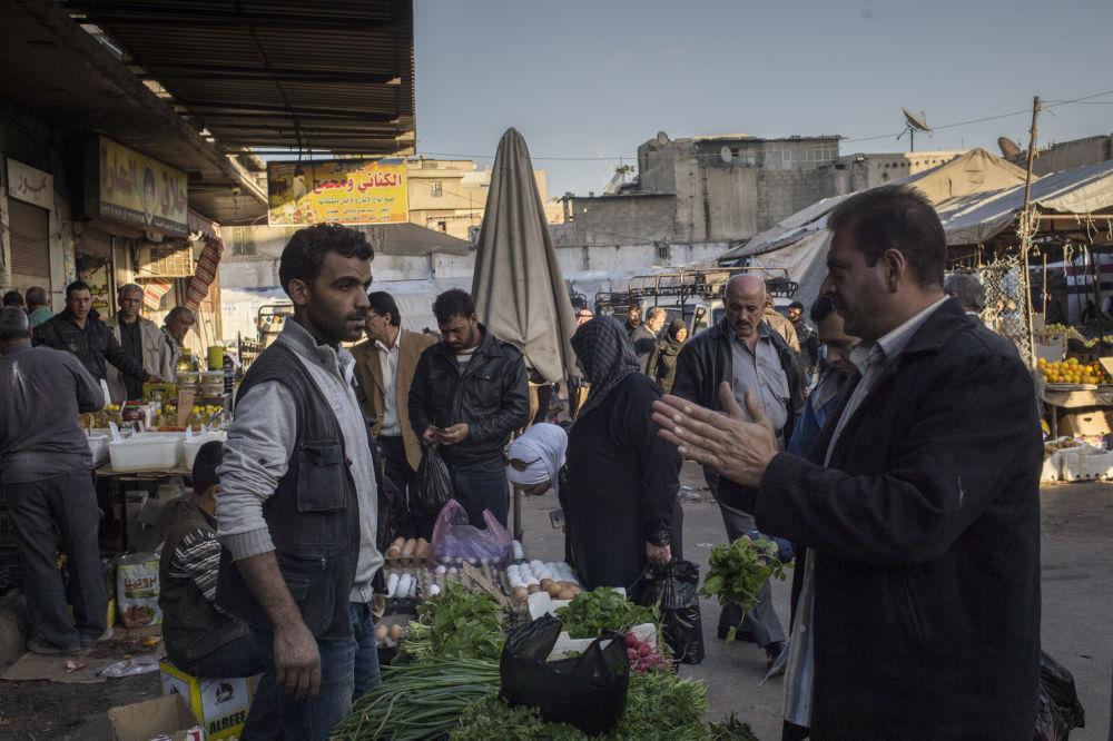 Mężczyzna na bazarze w Damaszku