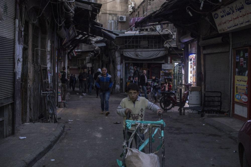 Ludzie na jednej z ulic Damaszku