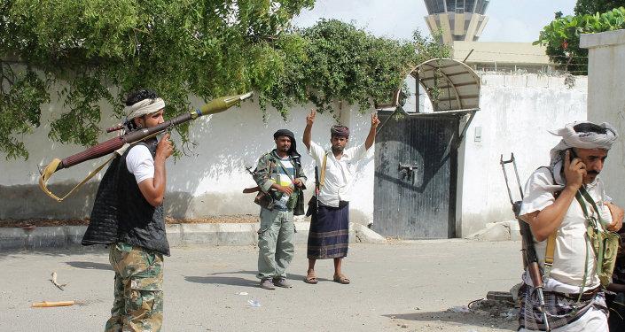 Uzbrojeni jemeńscy milicjanci lojalni wobec prezydenta Jemenu Abn Rabbuha Mansura Hadi