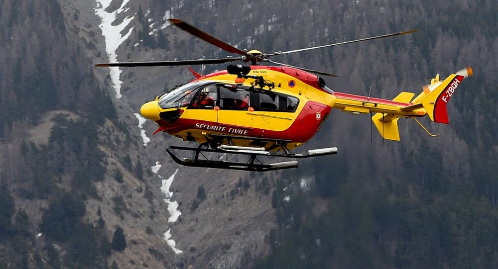 Helikopter służb cywilnych Francji w pobliżu miejsca katastrofy lotniczej samolotu Germanwings, 24 marca 2015