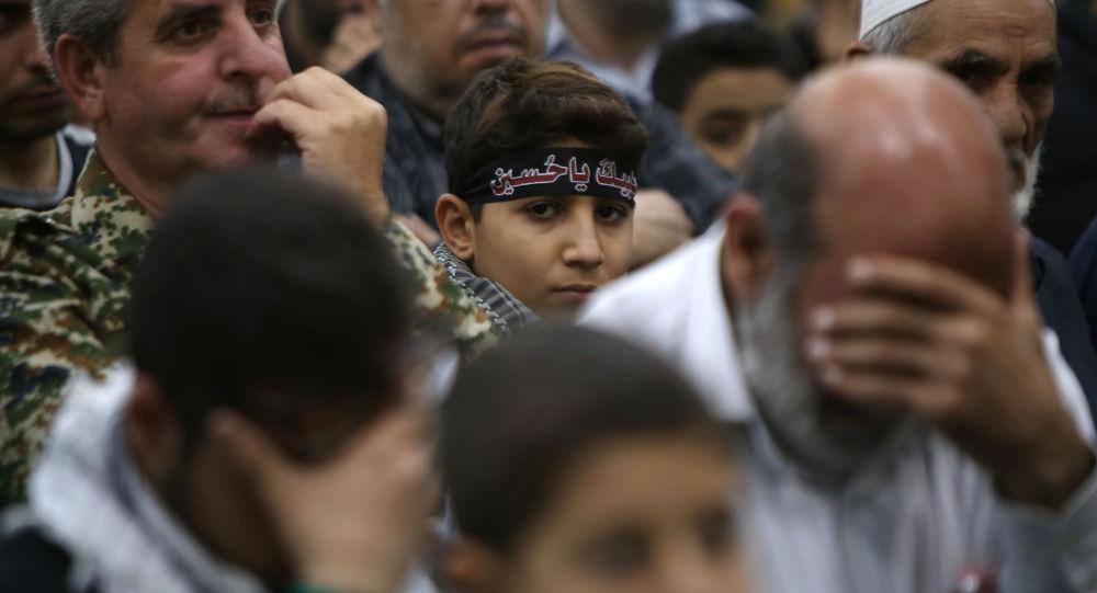 Syryjscy muzułmanie szyici modlą się podczas Aszury w Damaszku
