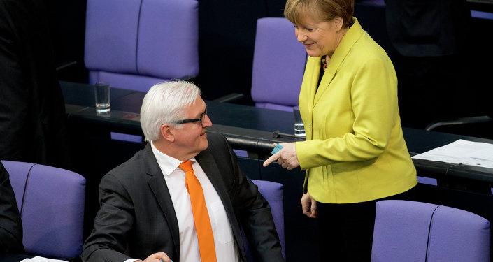 Niemiecki minister spraw zagranicznych Frank-Walter Steinmeier i kanclerz Niemiec Angela Merkel