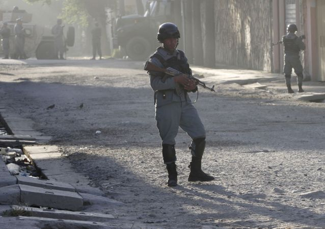 Afgański patrol wojskowy w centrum Kabulu