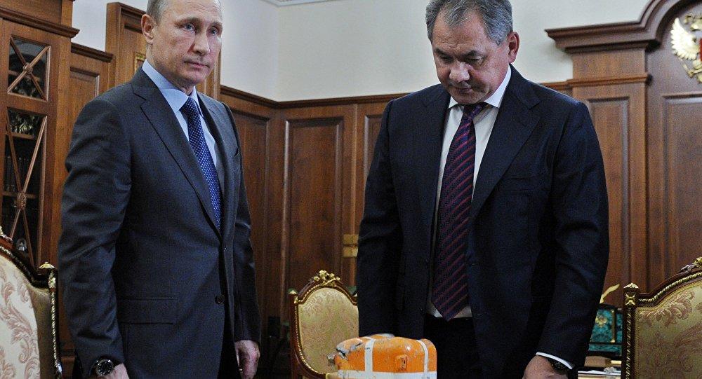 Prezydent Rosji Władimir Putin na spotkaniu z ministrem obrony Rosji Siergiejem Szojgu