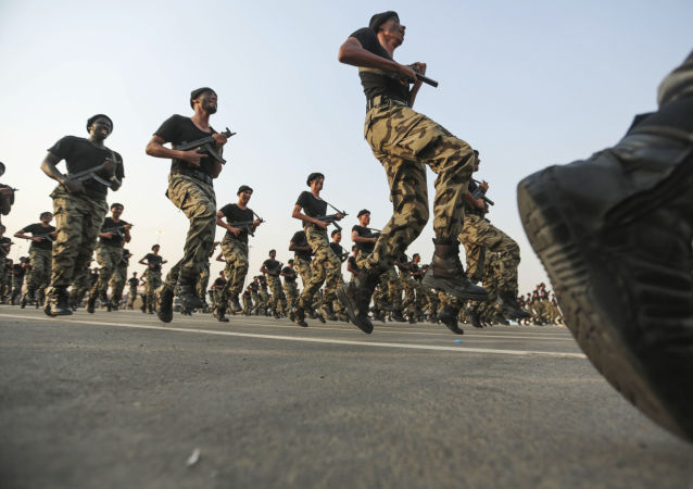 Saudyjskie siły bezpieczeństwa na defiladzie wojskowej w Mekce