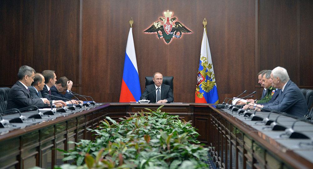 Prezydent Rosji Władimir Putin na posiedzeniu Rady Bezpieczeństwa FR w Moskwie