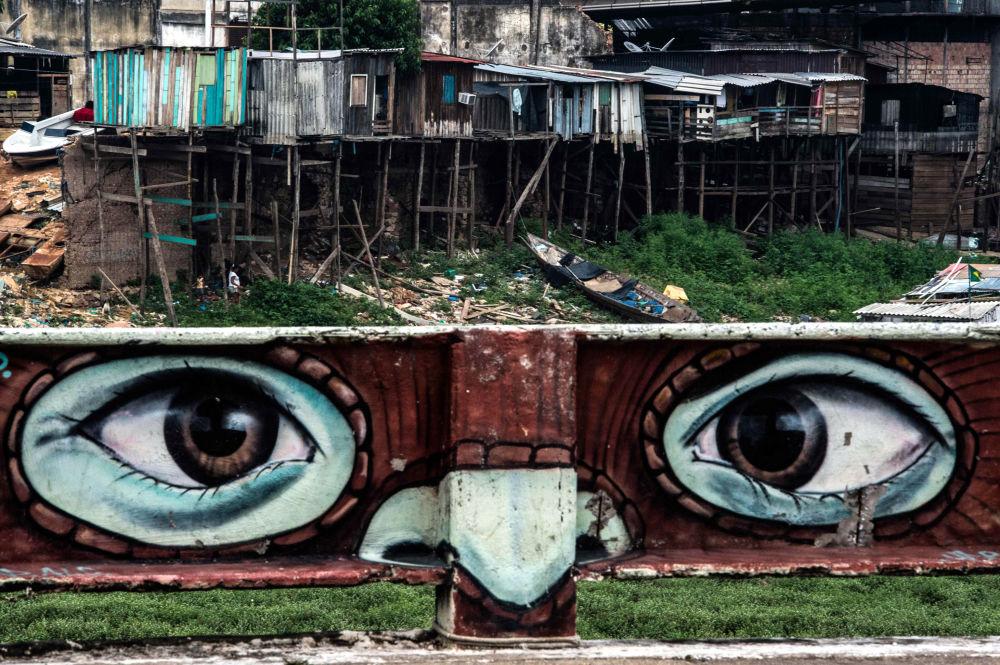 Graffiti nad rzeką Rio Negro, Brazylia