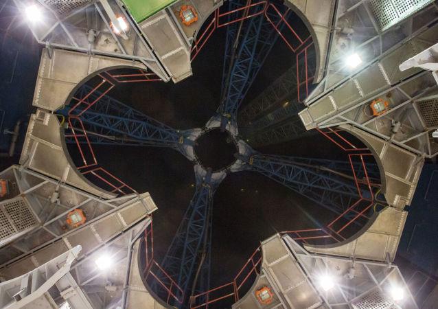 Widok na pierścień wylotowy wyrzutni powstającego kosmodromu Wostocznyj w obwodzie amurskim.
