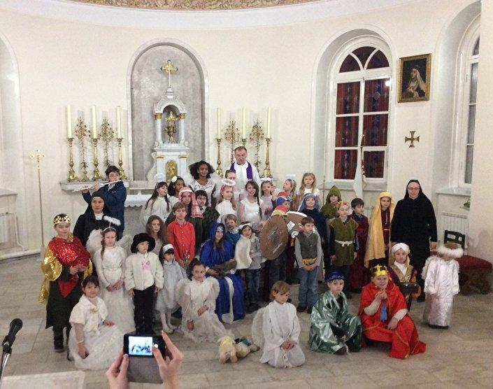 Jasełki w parafii śww. Piotra i Pawła, Moskwa