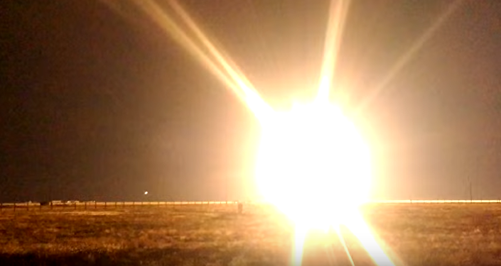 Strzelanie z systemu kierowanych rakiet Tor-M2U i najnowszego S-300W4