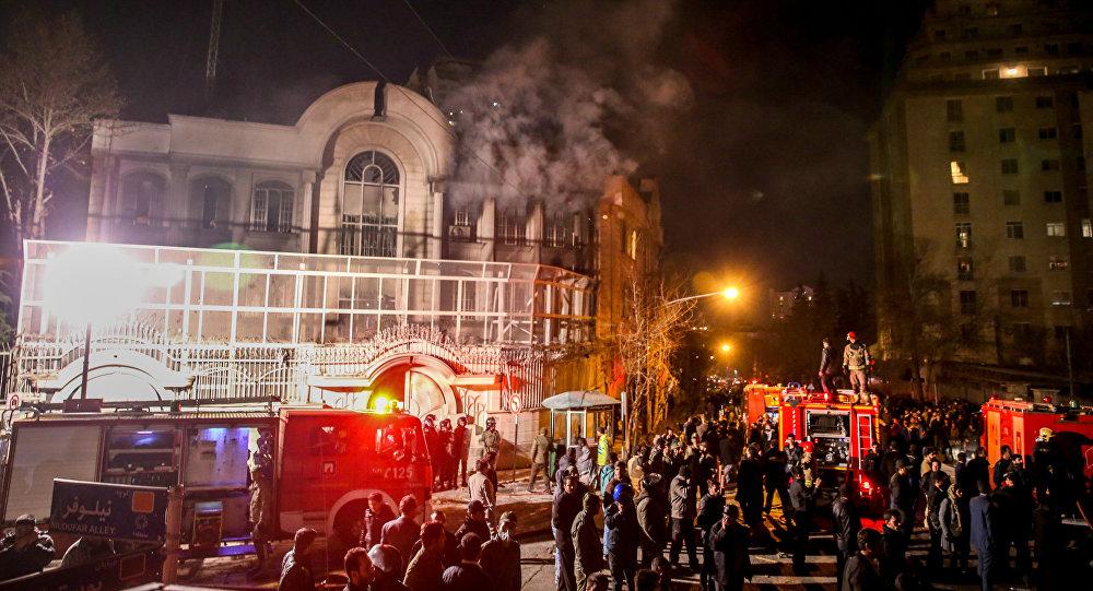 Protesty przed ambasadą Arabii Saudyjskiej w Teheranie