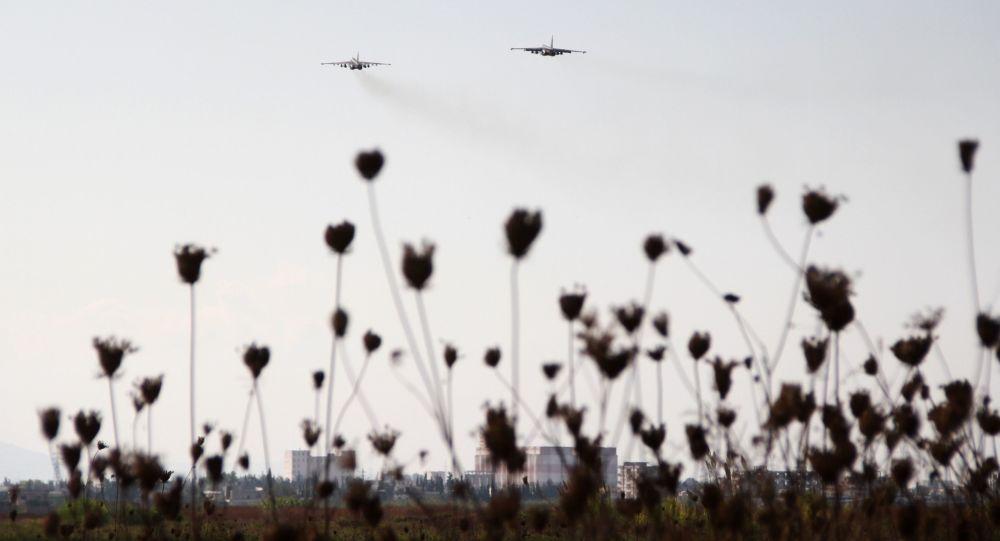 Rosyjskie samoloty startują z bazy lotniczej Hmelmin w Latakii, Syria.