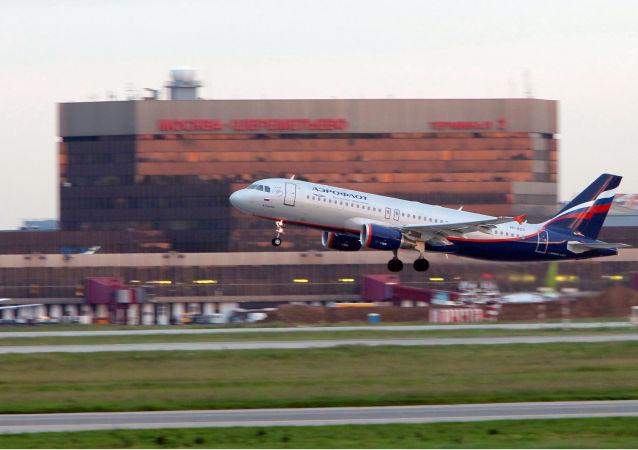 Samolot na lotnisku Szeremietjewo