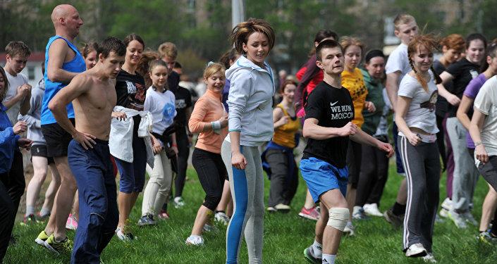 Rosjanie mniej piją, wzrosła liczba osób uprawiających sport