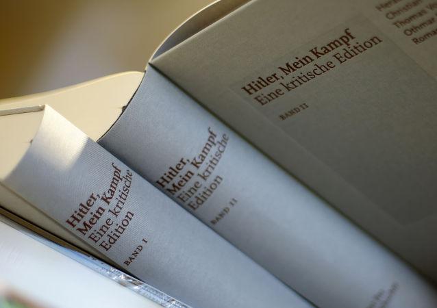 """Wydanie krytyczne """"Mein Kampf"""" Adolfa Hitlera"""