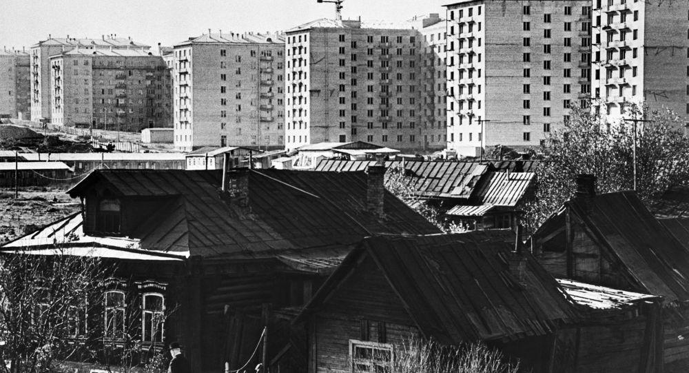 Stare domy i nowe mieszkania w Moskwie