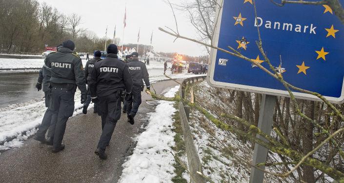 Duńscy policjanci na niemiecko-duńskiej granicy