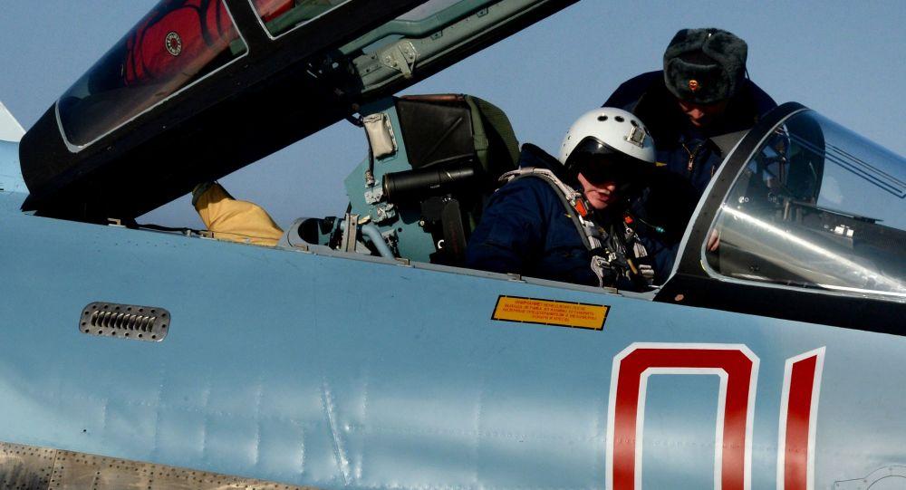 Pilot w myśliwcu Su-35S w awiabazie Centralnaja Ugłowaja w Kraju Nadmorskim