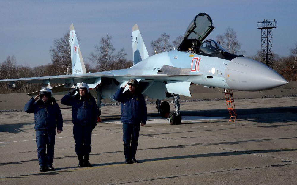 Piloci wojskowi w awiabazie Centralnaja Ugłowaja w Kraju Nadmorskim