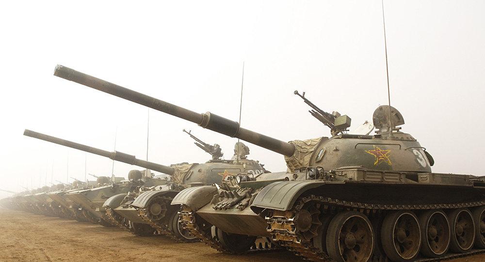 Chińskie czołgi w bazie Shenyang