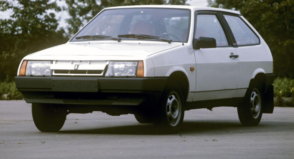 Samochód Łada VAZ-2108