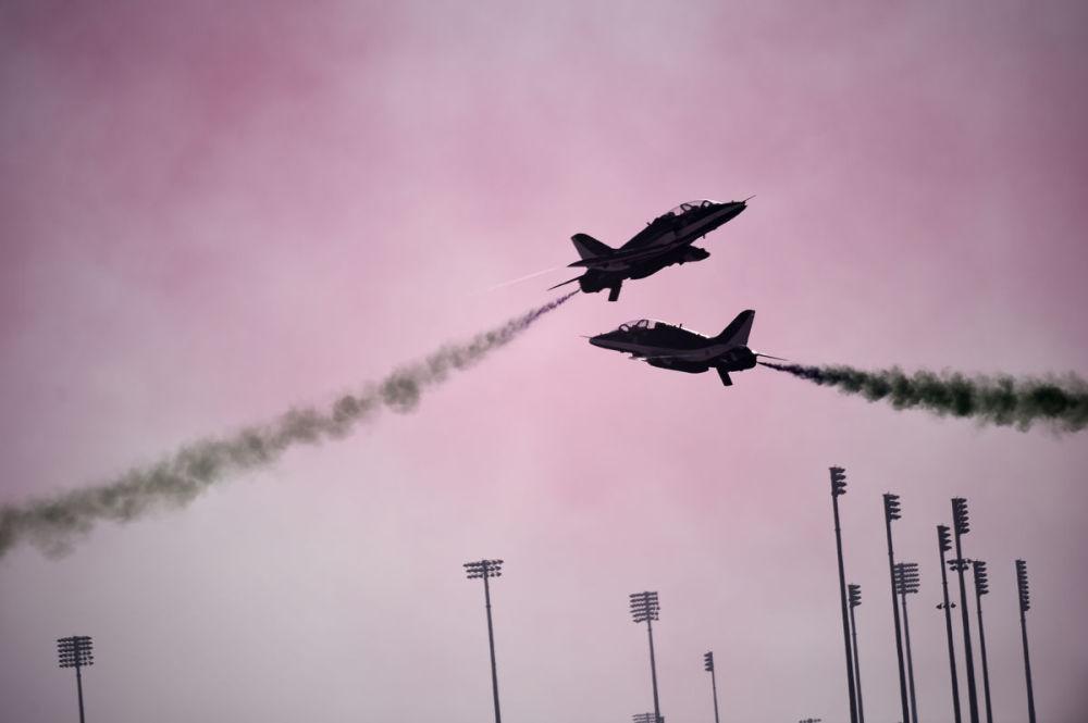 Lotnicza grupa akrobacyjna Królewskich Sił Powietrznych Arabii Saudyjskiej Saudi Hawks podczas występu na Bahrain International Airshow