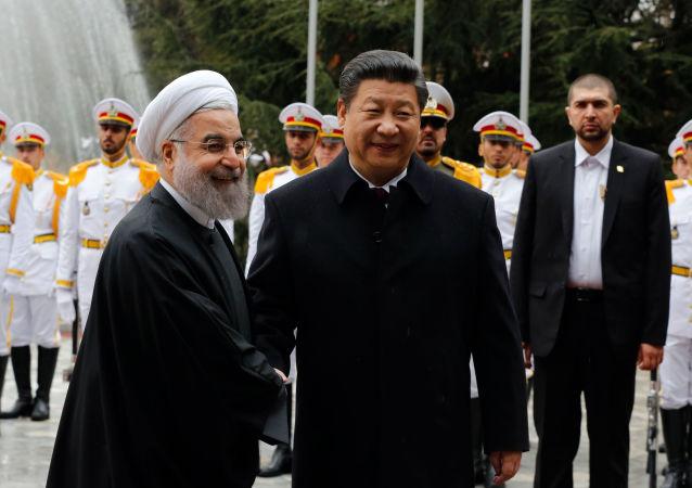 Prezydent Iranu Hasan Rouhani i przewodniczący ChRL Xi Jinping