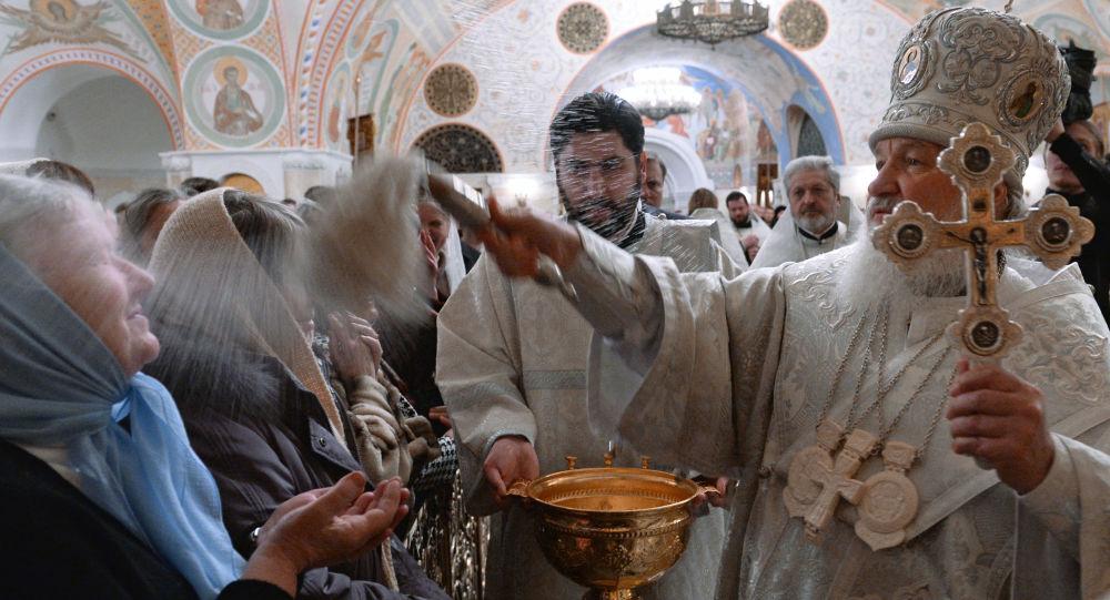 Патриарх Московский и всея Руси Кирилл во время Божественной литургии с чином Великого освящения воды в храме Христа Спасителя в Москве