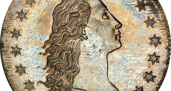Grawer Robert Scott przedstawił na awersie monety kobietę z rozpuszczonymi włosami – symbol wolności. W górnej części umieszczono napis LIBERTY, po bokach po 15 sześcioramiennych gwiazd, zgodnie z liczbą stanów amerykańskich w okresie emisji monety. Na rewersie widoczny jest bielik amerykański – symbol heraldyczny Stanów Zjednoczonych.