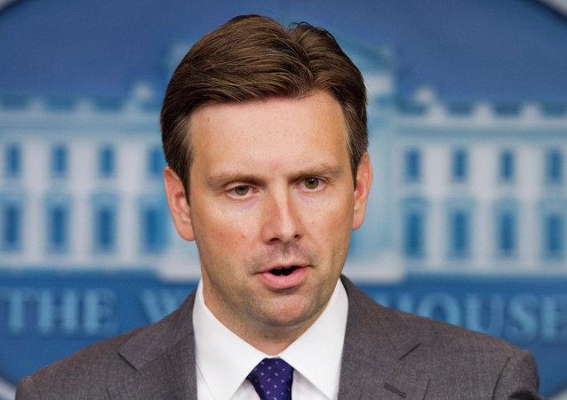 Rzecznik Białego Domu Josh Earnest