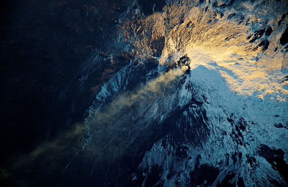 Widok z kosmosu na wulkan Etna