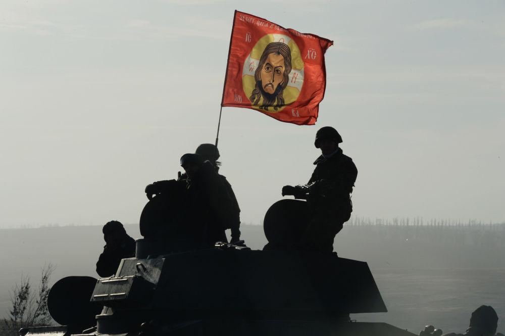 Wycofanie kolumny ciężkiego sprzętu wojskowego DRL z obwodu donieckiego