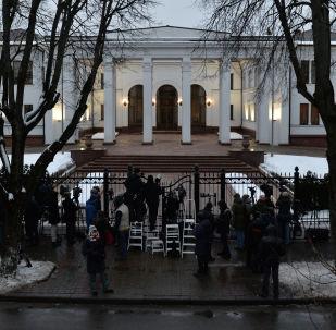 """Rezydencja rządowa w Mińsku, gdzie odbywa się spotkanie trójstronnej grupy kontaktowej """"Ukraina-Rosja-OBWE"""" z przedstawicielami proklamowanej Donieckiej Republiki Ludowej i Ługańskiej Republiki Ludowej."""