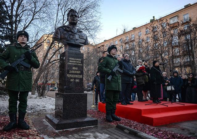 Otwarcie popiersia generała Iwana Czerniachowskiego w Moskwie