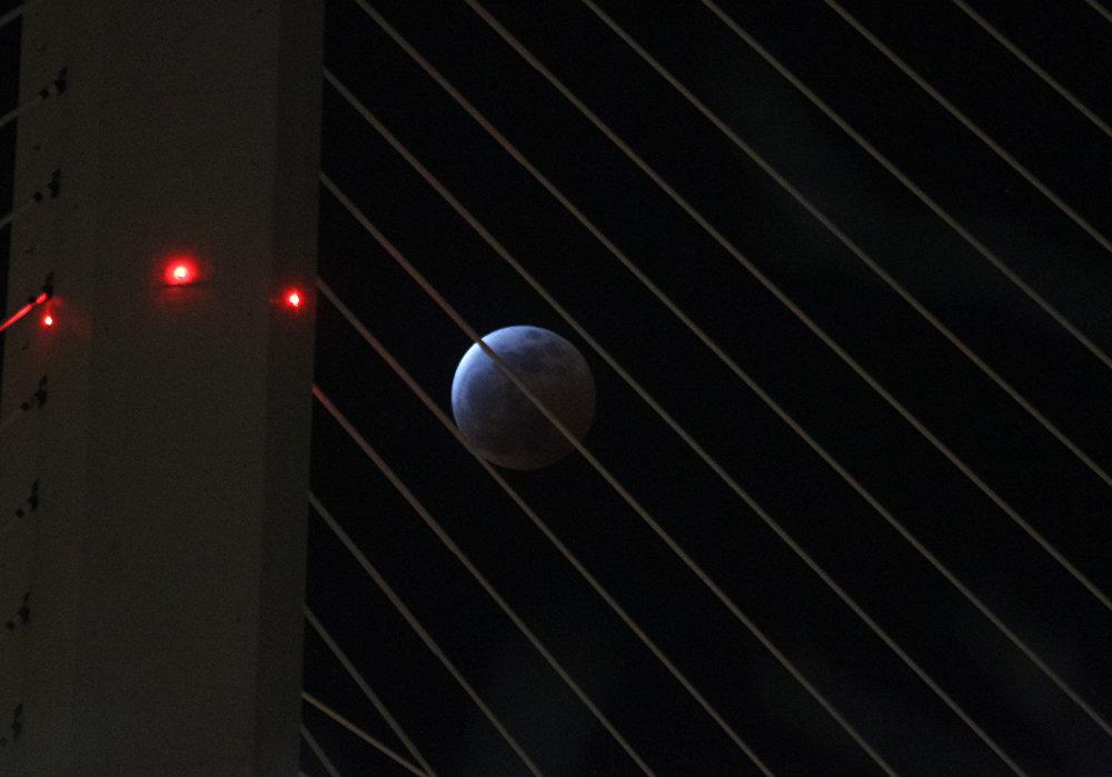 Zaćmienie Księżyca 4 kwietnia 2015, Władywostok, Rosja