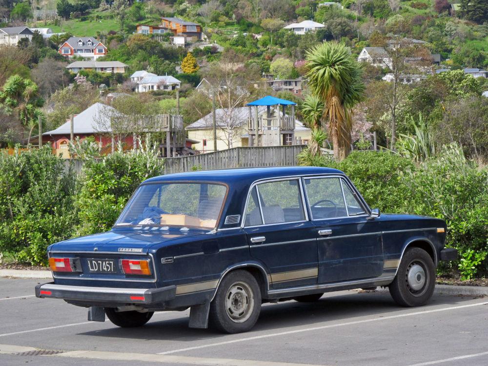 Wariant samochodu WAZ-2106 z kierownicą z prawej strony - Lada-1600,1983 rok