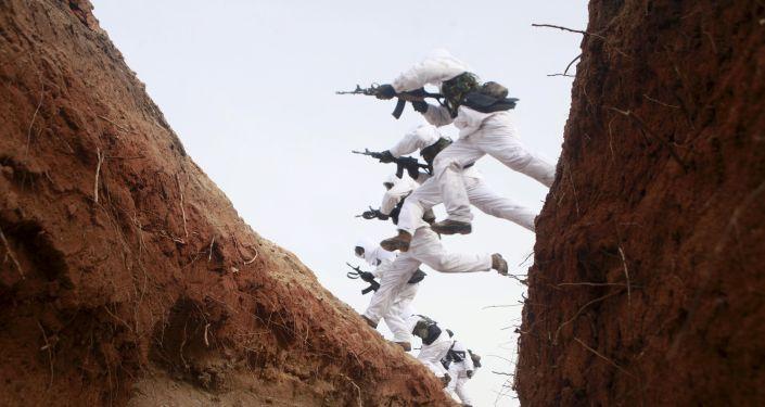 Żołnierze armii ChRL podczas ćwiczeń