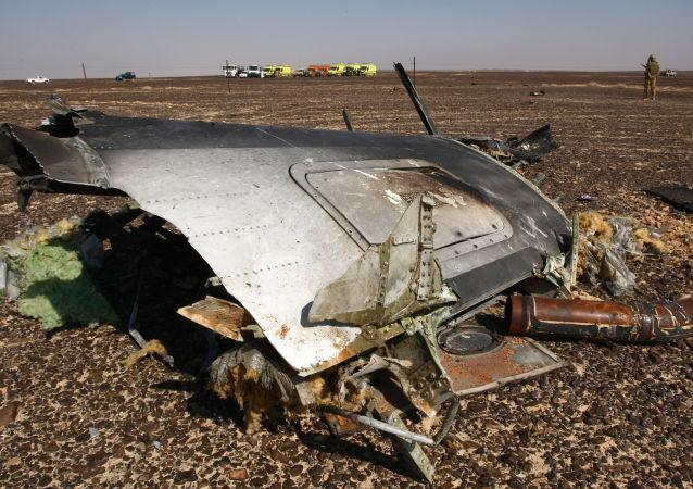 Szczątki samolotu na miejscu katastrofy A321 w Egipcie