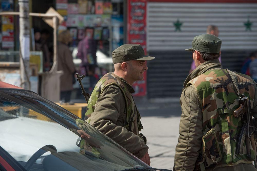 Żołnierze syryjskiej armii na ulicy Damaszku